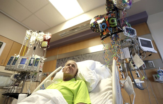 Craig Sager lies in his bed while receiving a transplant Wednesday, Aug. 31, 2016, at MD Anderson Cancer Center in Houston. (AP Photo/David J. Phillip)
