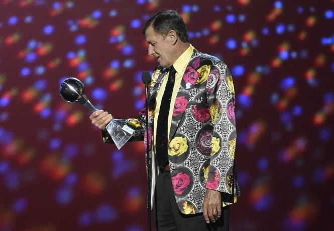 In this July 13, 2016, file photo, Craig Sager accepts the Jimmy V award for perseverance at the ESPY Awards at Microsoft Theater in Los Angeles. (Photo by Chris Pizzello/Invision/AP, File)