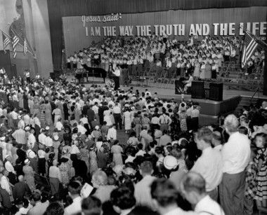Crowds at the War Memorial during the Billy Graham crusade in August 1953.